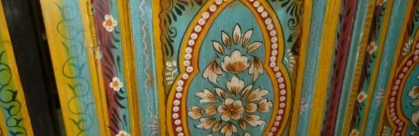 La rénovation de meubles indiens anciens et peints