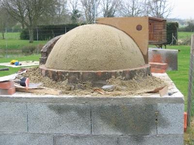 fabrication d'un dôme de four à bois