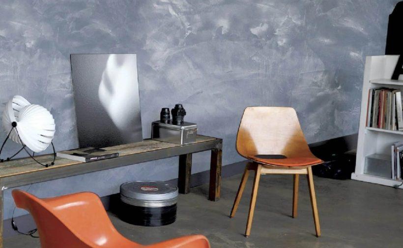 Chambre avec mur effet métal