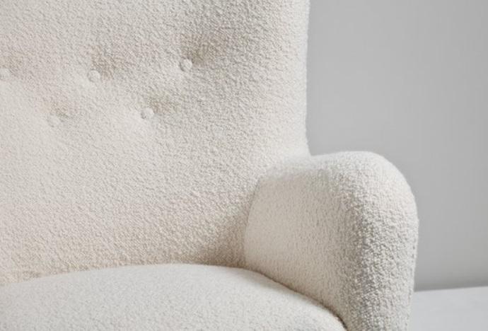 Fauteuil blanc en laine bouclée