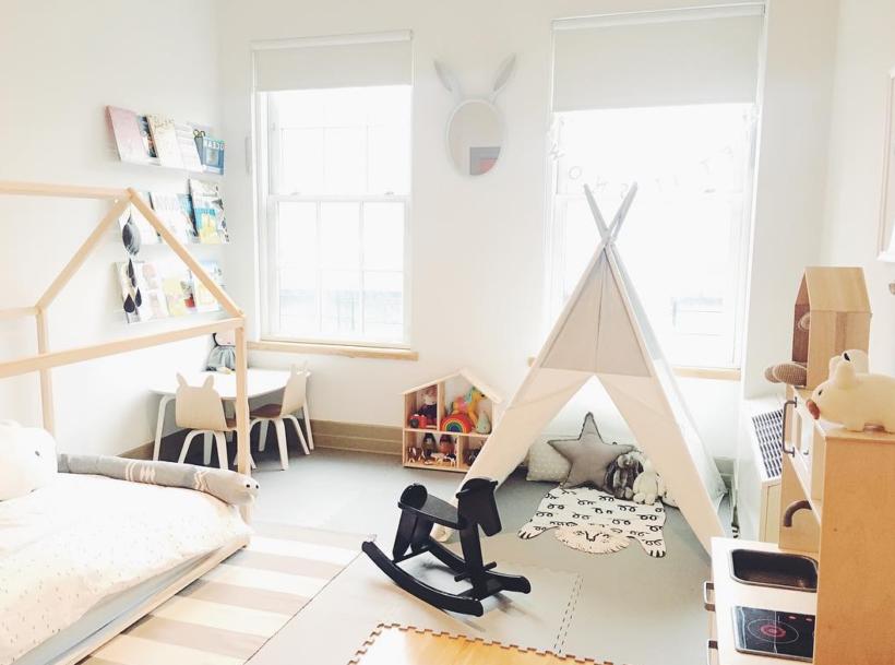 chambre enfant montessori lit cabane tipi blanc