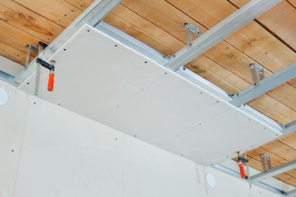 installation facile faux plafond sur structure en bois